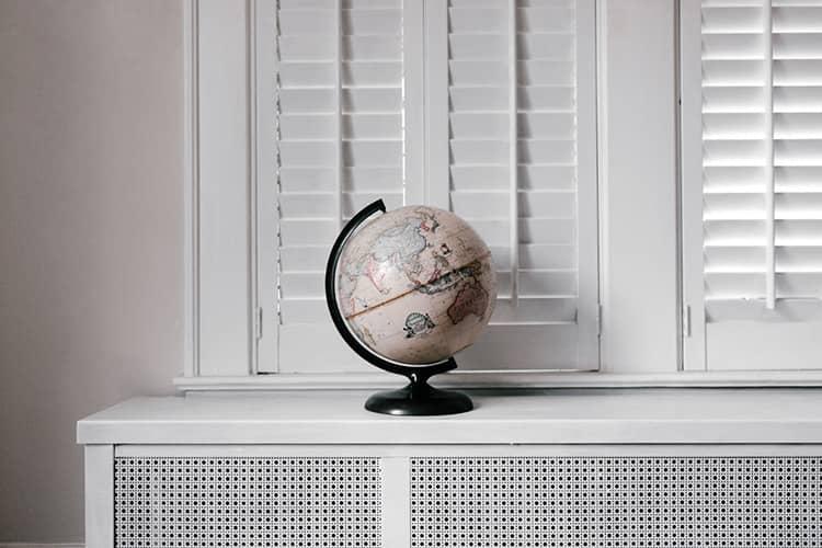 globe white room